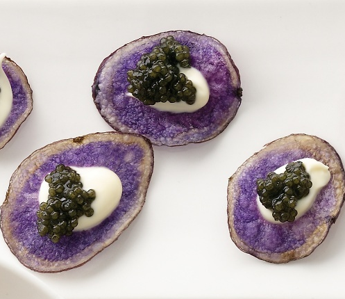 purple-potato-chips-with-creme-fraiche-and-osetra-caviar.original.png